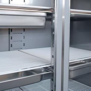 Dobbelt industrikøleskab fra Bambas til passer til gastrobakker