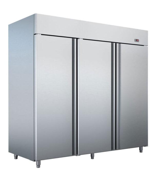 3 dørs industrikøleskab fra Bambas i høj kvalitet, afrundede hjørner og tåler høje omgivelses temperaturer