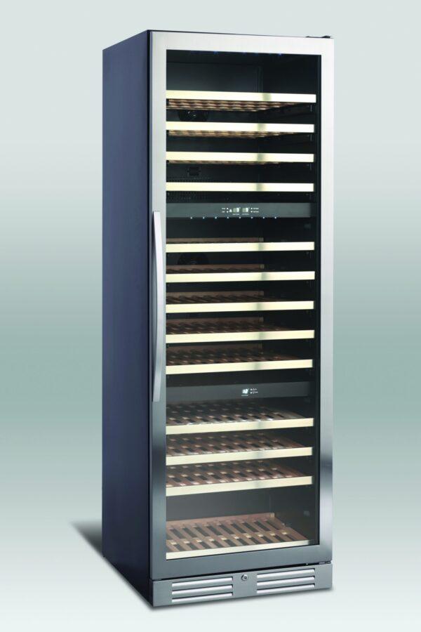 Lækkert vinkøleskab med 3 temperatur zoner fra Scandomestic, rummer op til 133 flasker